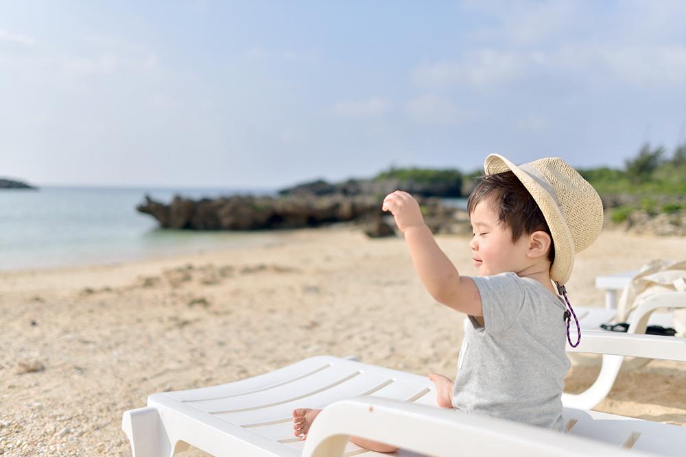 宮古島で風を感じる息子