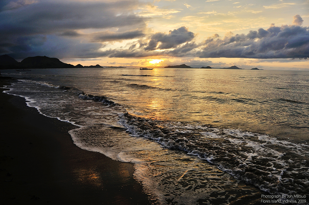 フローレス島ラブハンバジョーの海